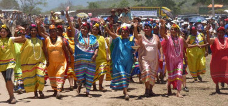 Latina bailando sobre la cama - 3 part 8