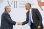 Los presidentes de Estados Unidos Barack Obama y Cuba, Raúl Castro, se dan la mano durante un encuentro bilateral en la Cumbre de las Américas que tuvo lugar en Panama, sábado abril 11 de 2015. (AP Foto/Pablo Martinez Monsivais)