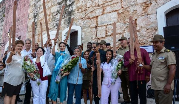 Galardonados con la réplica del Machete Mambí del Generalísimo Máximo Gómez Báez, que otorga el Ministerio de las Fuerzas Armadas Revolucionarias (MINFAR) a escritores, artistas, periodistas e instituciones culturales e informativas, realizado en el Complejo Morro-Cabaña, en La Habana, Cuba, el 16 de abril de 2017.   ACN FOTO/ Abel PADRÓN PADILLA/ogm