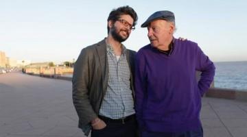 Carlos E. Díaz, editor de Siglo XXI en Argentina, con Eduardo Galeano (Montevideo, 3 de septiembre de 1940-13 de abril de 2015), periodista, escritor y colaborador de La Jornada, durante un encuentro en La Rambla, en la capital uruguaya, en 2013