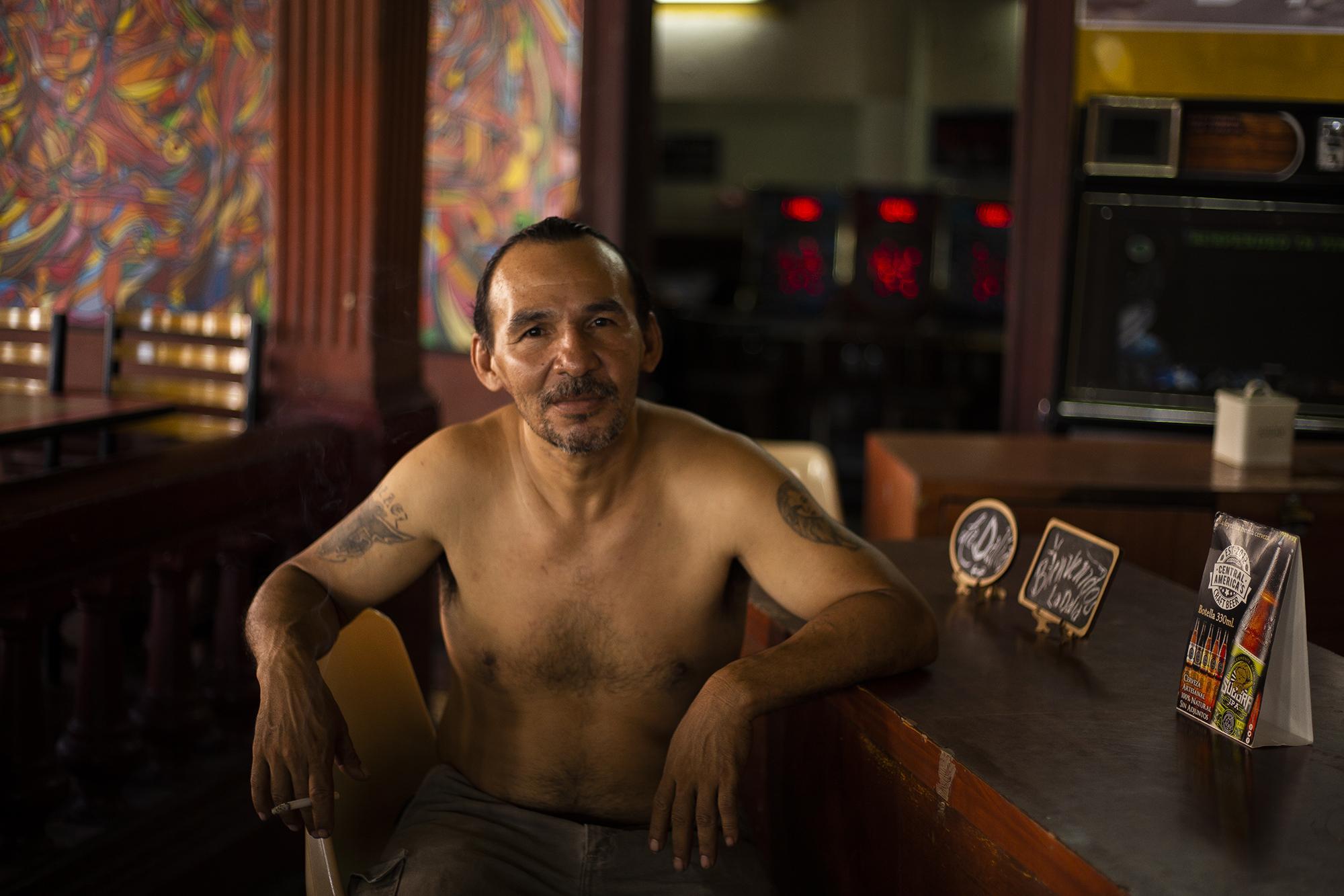 7b9ec25141351 Emilio Serrano tiene 45 años y admite que la mitad de su vida la ha pasado